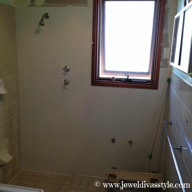 JDS - BATHROOM MIDDLE