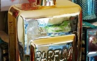 HOME & DÉCOR STYLE: Golden Perfume Bottle